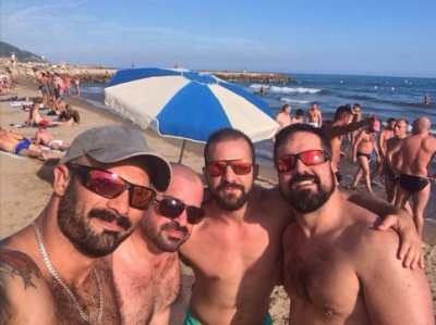 View photos: Hundreds of gay men at Vagabundos pool party